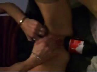 Coca-Cola-Flasche ist sehr gut ihr Arschloch zur Faust