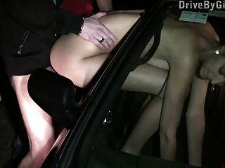 Teen mit großen Titten öffentlichen gangbang Teil 3