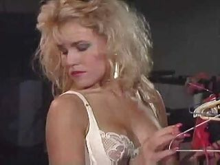 i love the 80s - nina & Lesbian Orgasmen Lorbeer