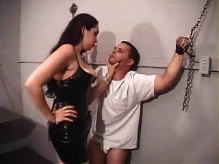 Herrin victoria brutalizes Slave