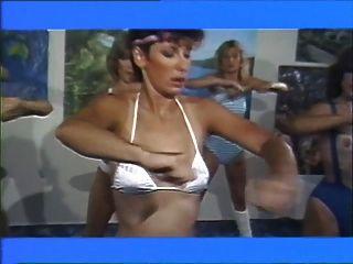aerobisex Mädchen 1983 - Lesbenfilm (Teil # 2)