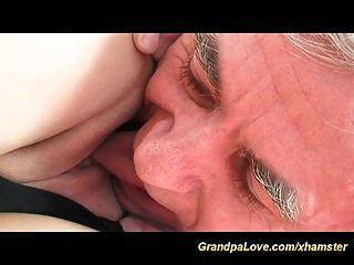 böse alte Mann Schrauben junge blonde
