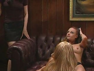 lesbischen Dreier im Büro