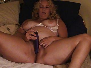 Blondie und ihre lila Kumpels.