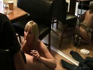 hot blonde Milf Rauchen Saugen und Reiten