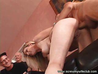 hübsch und sexy Frau mit einem riesigen Schwanz geschraubt
