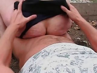 Brünette Erwachsene Mutter gefickt outdoor