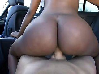 toni in einem Auto gefickt!