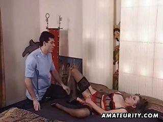 ihren Arsch reifen Amateur Frau Spielzeug und bekommt anal fuck