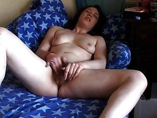 geil mollige Brünette Freundin ihre haarige Muschi reiben