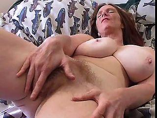 haarig MILF mit großen Titten Solo