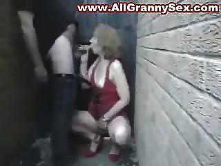 Amateur reifen Mutter saugen und ficken
