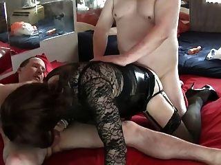 ein sexy Dreier mit zwei schöne Jungs - 2