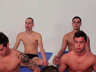 Homosexuell Jungen gang bang Gruppe Twinks schwule jungs