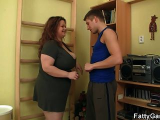 big titted Fett fickt ihre Fitness-Instruktor