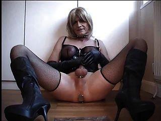 Handjob von Tranny Slave für die Herrin