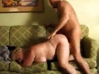 Fett bbw Oma reifen wird auf der Couch gefickt