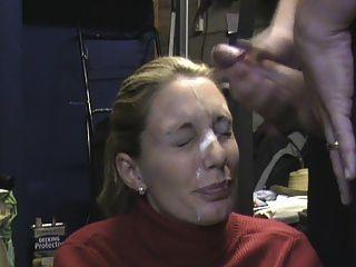 Frau receieving massiv in der Garage Gesichts-