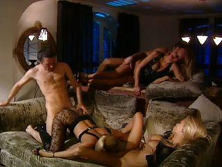Gruppen-Sex mit 3 heißen Blondinen