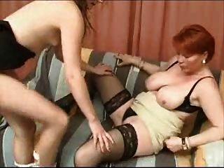 reife Mutter und Mädchen -lesbisch Spiele