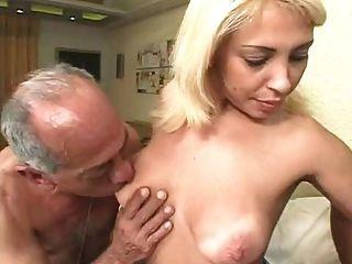 hässliche alte Männer ficken eine Blondine