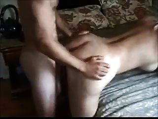 große boobed Frau von jüngeren Jungen gefickt