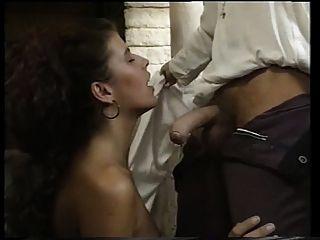Angelica Bella in einem Schloss gefickt