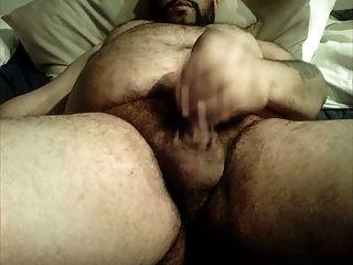 ungeschnitten Bär großen behaarten Bauch