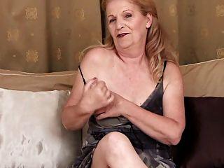 Oma - Interview und Masturbation