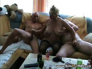 Amateur Oma mit zwei Jungs