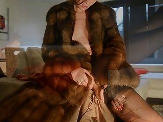 Masturbation in zibeline Pelzmantel & Vintage cervin Nylons