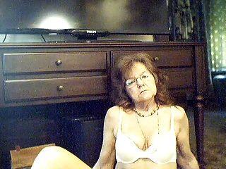 64 y.o. süß sexy Oma mit langen Haaren
