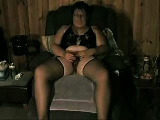 alte Dame liebt beobachtet zu werden, während sie masturbieren