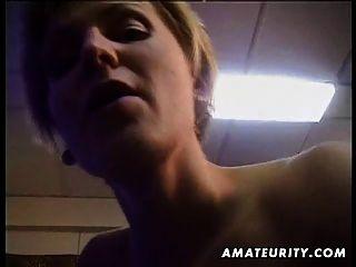 vollbusige blonde Amateur Frau saugt und fickt mit abspritzen