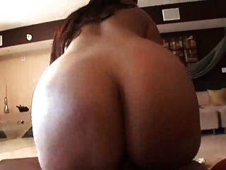 MILF mit großen Arsch und Titten