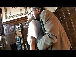 britische Schlampe carmel moore wird in ihrer Uniform gefickt
