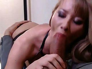 haarige Mädchen in schwarzen Stiefeln Sex