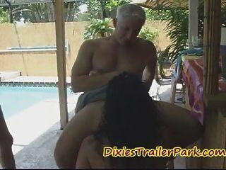 MILF Barkeeper bekommt ihre Spitzen in Schwanz und Sperma