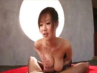 japanisch big tits pov. Wer ist dieses Mädchen?