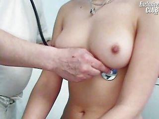 camilla Gynostuhl Pussy Speculum Prüfung bei verworren Gynäkomastie Klinik