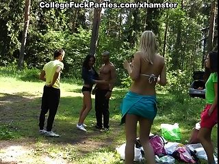 drei sexy Student Mädchen ficken schwarzen Kerl