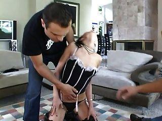 Herrin schob ihren Sklaven 2 Schwänze bang