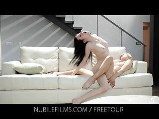 nubile Filme - lesbische Liebhaber teilen süße Pussy Säfte