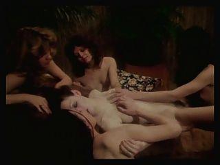 Mädchen in alle Richtungen Szene 13 lesbische Szene