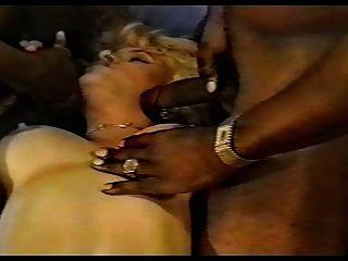 geile blonde Gangbanged-1