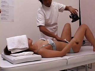 eine unanständige Frau fordert Sex in der Mitte der Massage Teil2