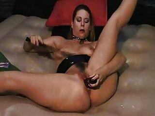 versohlt sich zum Orgasmus