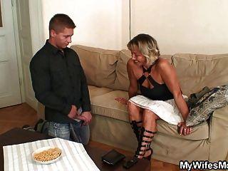 Frau findet ihn ihre Mutter ficken