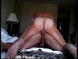 in seinen haarigen Arsch