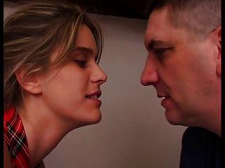 französisch Frau vor ihr Mann ist verdammt